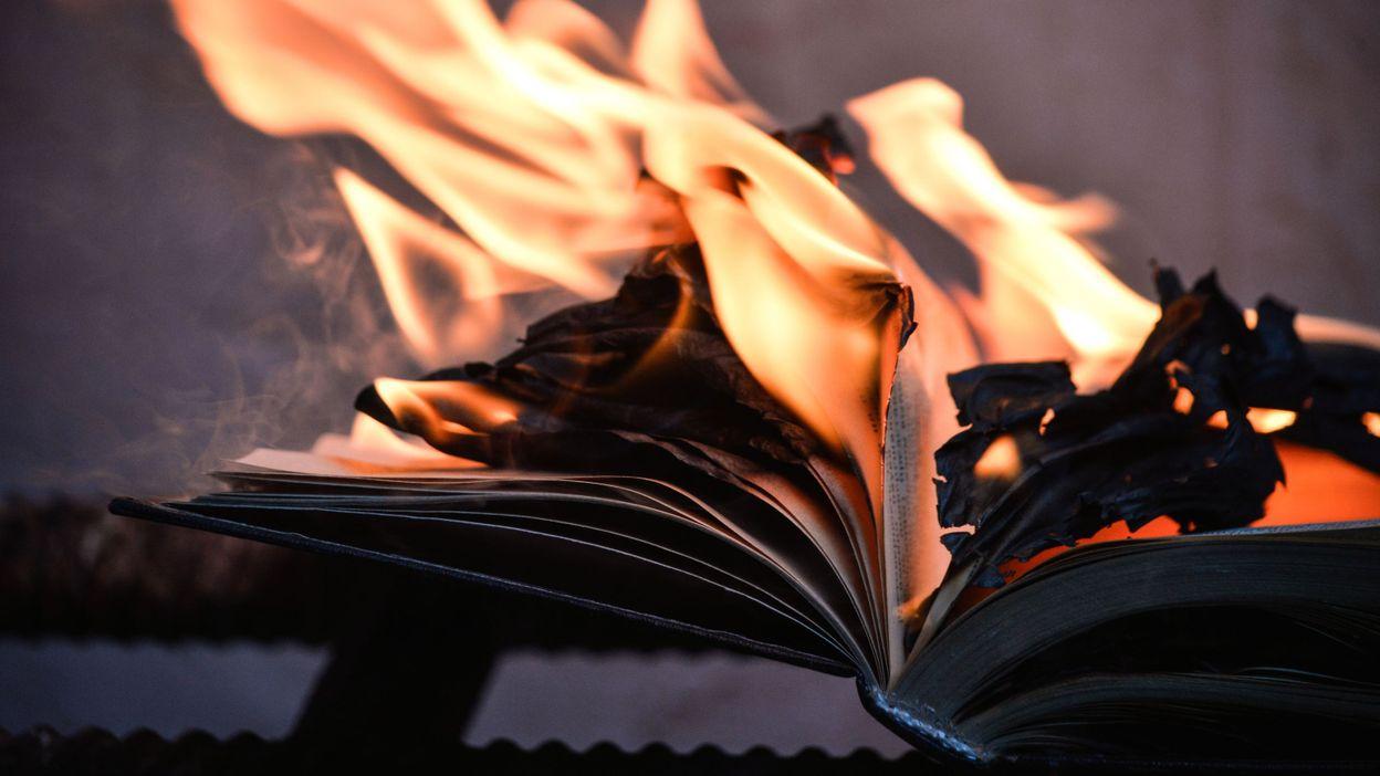 Könyvégetés a befogadásért | Szombat Online