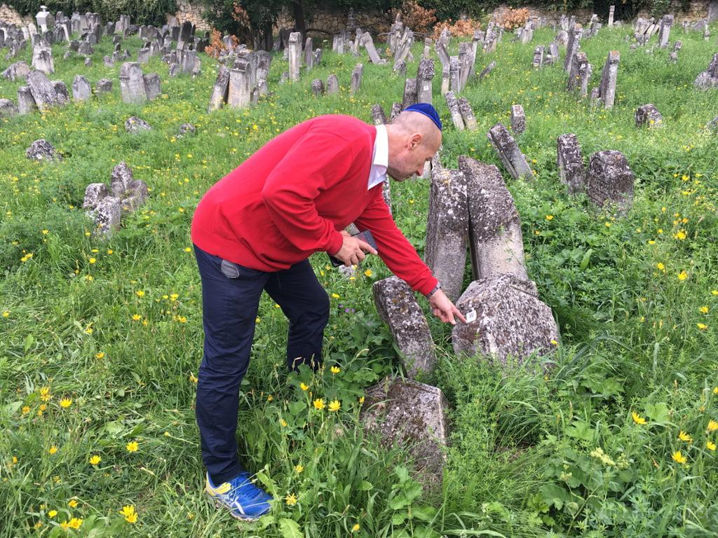 Kismarton: QR kód a zsidó sírköveken   Szombat Online