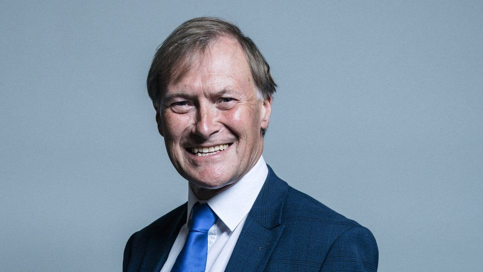 Meghalt a megkéselt brit parlamenti képviselő