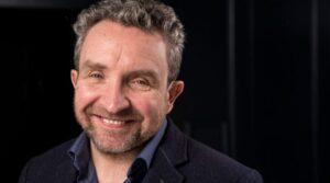 Brit színészt sértegetnek a Twitteren, mert zsidó szerepet játszik egy tévésorozatban