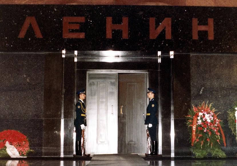 russia_01_lenin__039_s_mausoleum__1980.jpg