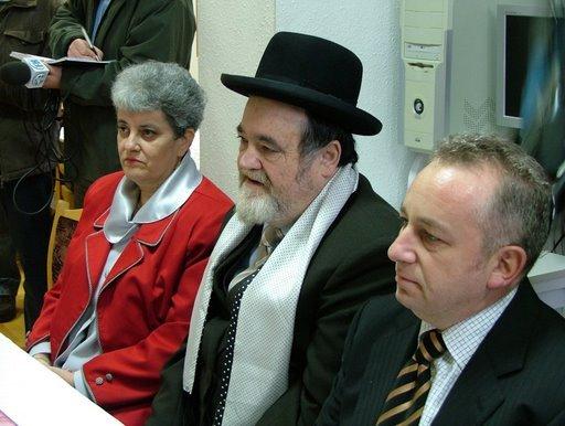 Debrecen Grósz Zsuzsanna_Aser Ehrenfeld rabbi és Horovitz Tamás elnök.jpg