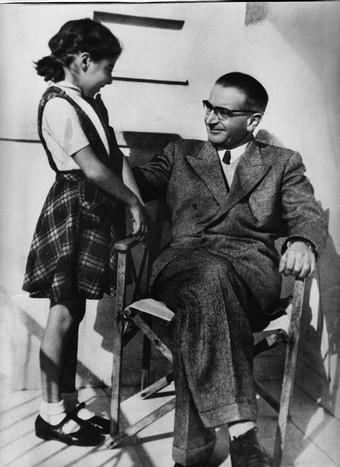 Kasztner és lánya Zsuzsa Tel Avivban 1957.jpg