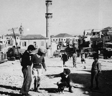 Jaffa bevándorlók gyermekei játszanak az utcán 1950.jpg