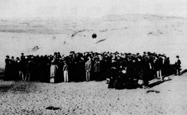 tel aviv alapitasa a tengerparton 1909.jpg