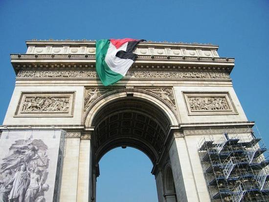 palestin flag in paris.jpg