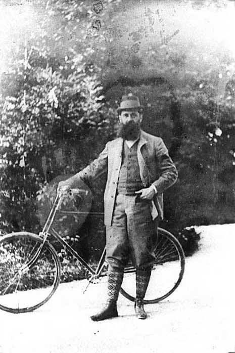 Herzl_Theodor bicycle.jpg