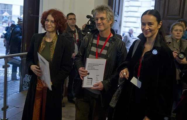 petícióátadás_újszínház.jpg