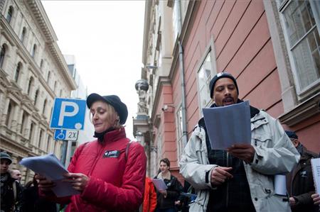 petícióátadás_újszínház_2.jpg