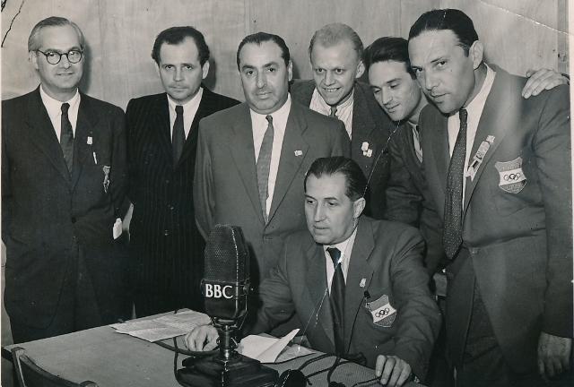 A BBC londoni stúdiójában. Szepesi jobbról a második