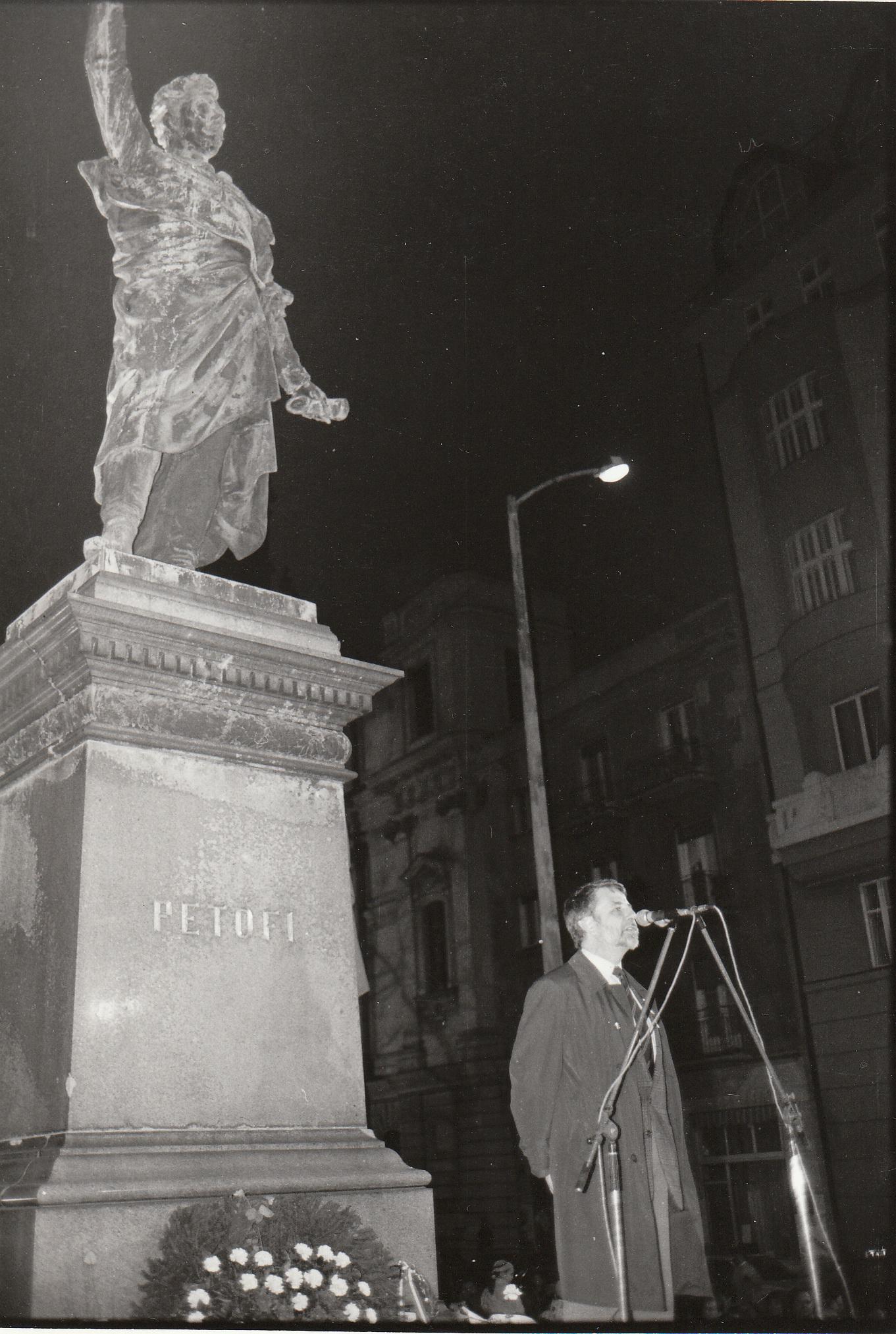 13 Kőszeg Petőfi Szobor 1987