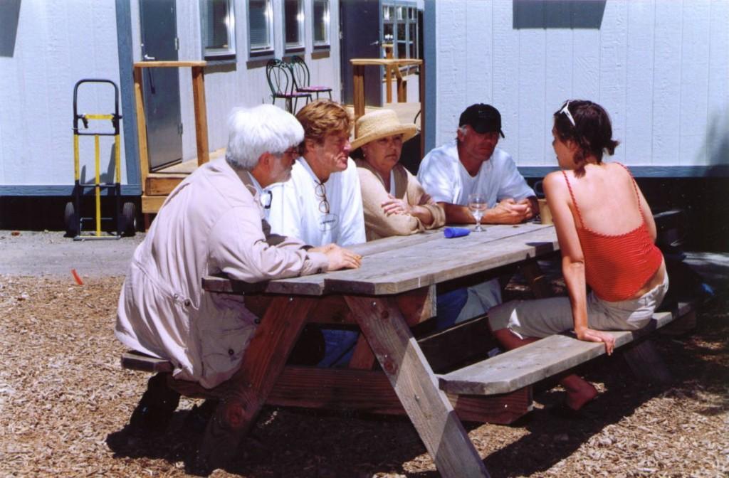 04_Sundance Filmmakers Lab 2002 - Balról jobbra Gazdag Gyula, Robert Redford, Carlyn Glynn, Ed Harris, Maggie Gyllenhaal