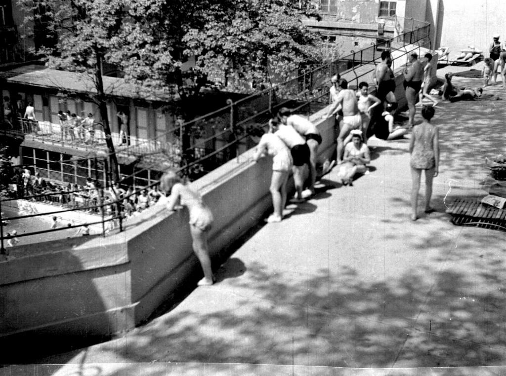 9 - a Lukács-uszoda napozója 1960-ban