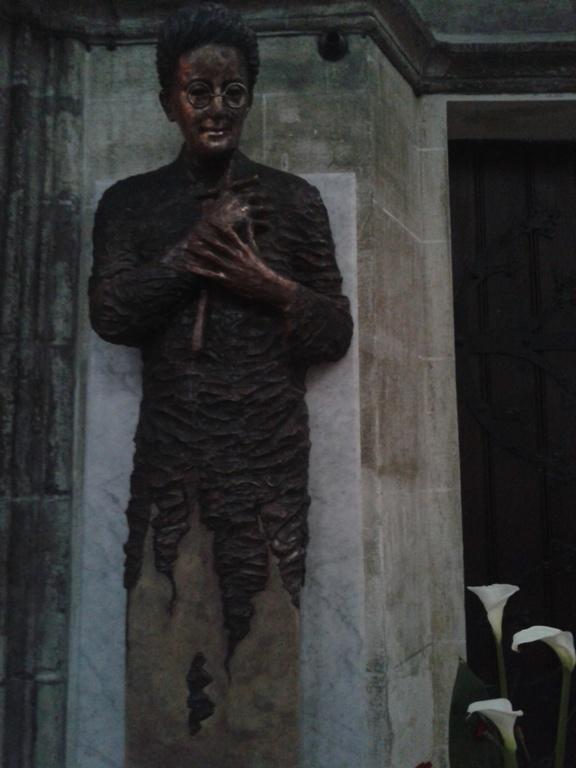 Salkaházi Sára szobra a dómban