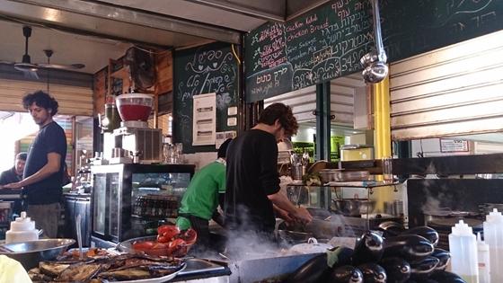 Utcai büfé (ochel bar) Tel Avivban fotó Balogh Szonja