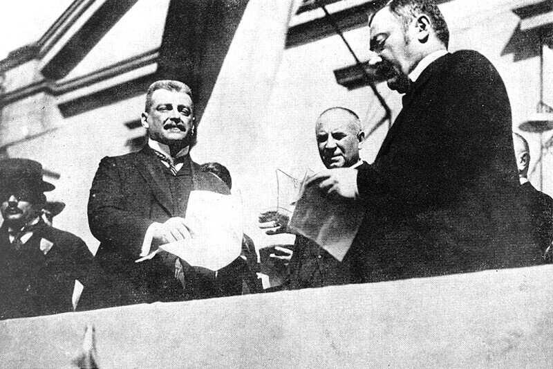 Vázsonyi Vilmos (jobboldalt) Hock Jánossal egy politikai gyűlésen. Magyarország története 1890-1918. I-II. kötet