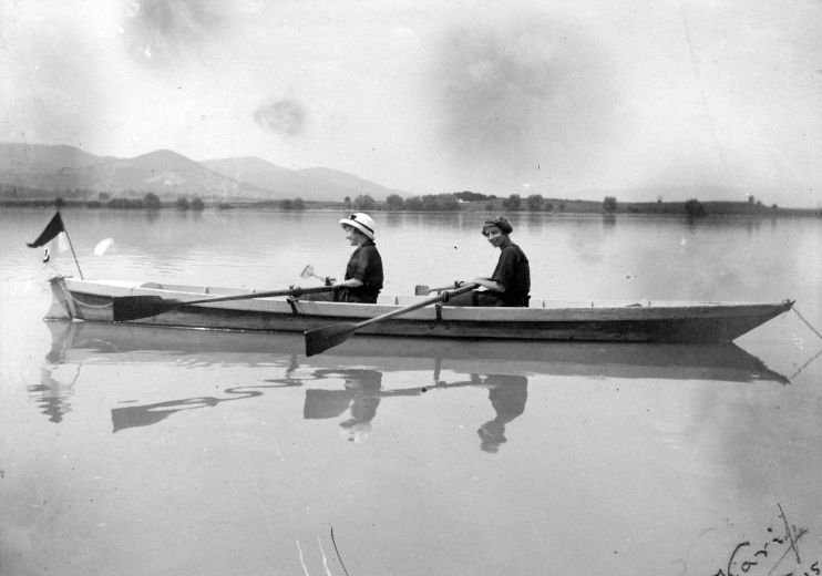 Evezősök Vác környékén - 1925. Fotó Fortenpan.hu