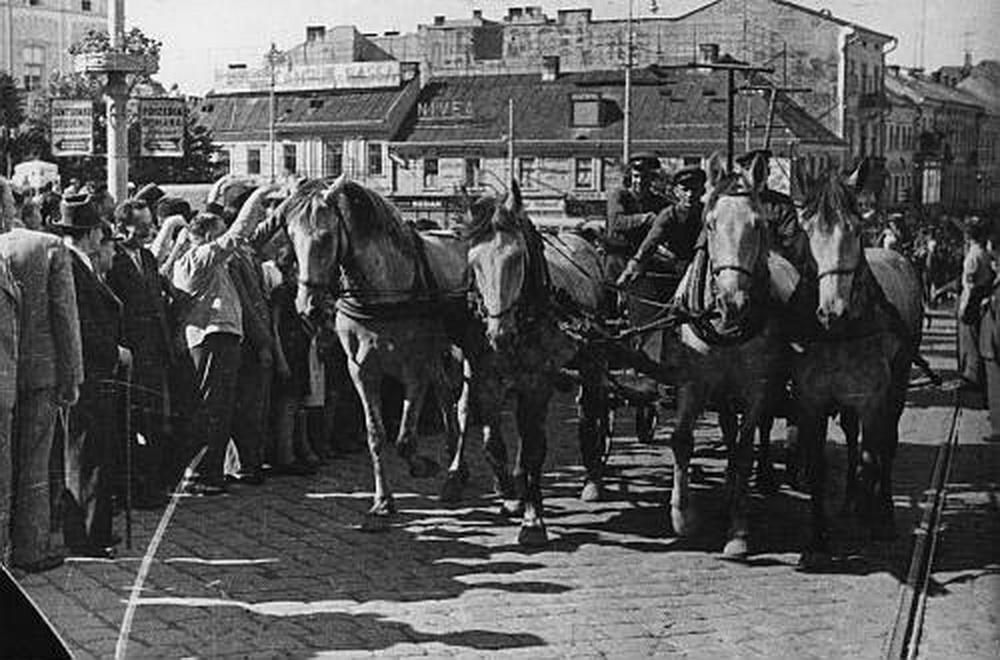 09_1940 szovjet bevonulás Csernovicba