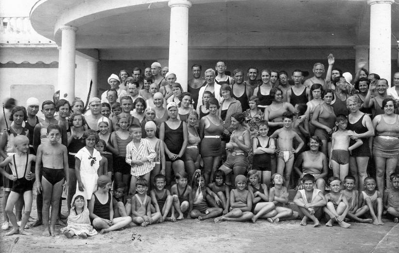 6 Balatonalmádi, strand, 1920. Fotó Pethő Tibor, Fortepan.hu