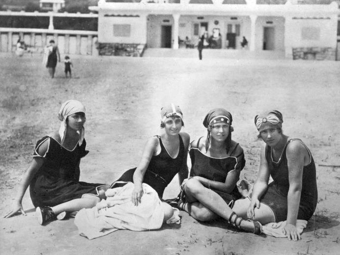6 Balatonalmádi, strand,1920