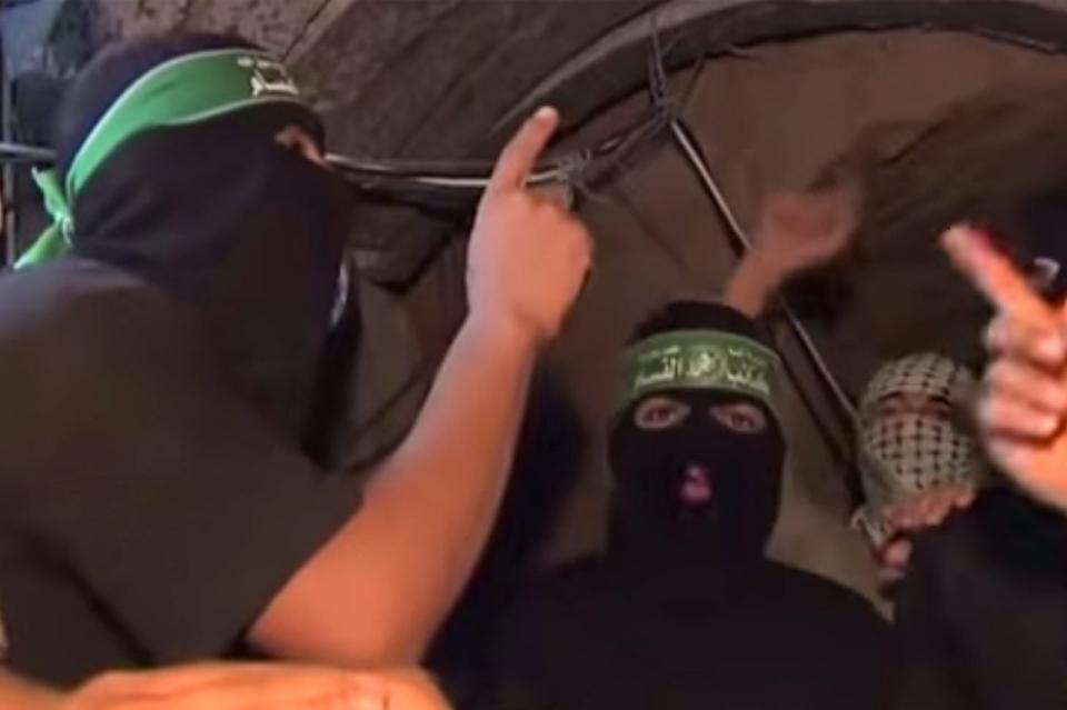 Hamasz harcosok az egyik alagútban