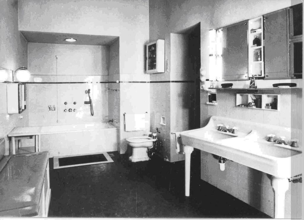 6 - Czingel Polgári lakás fürdőszobája, 1935. (A FSZEK Bp. Gyűjteményének tulajdona.)