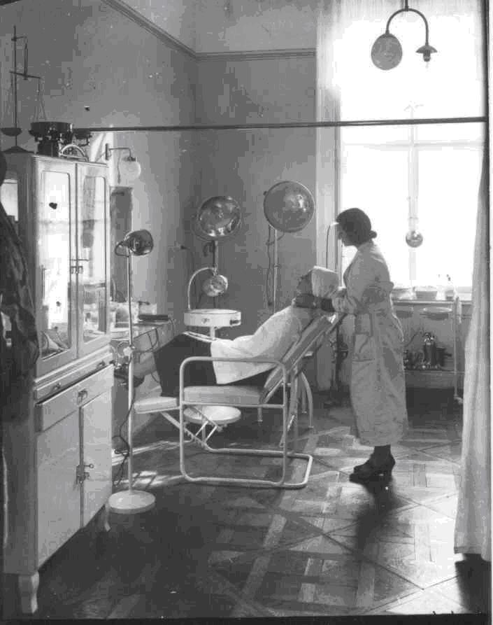 6 - Czingel_Kozmetikai szalon Budapesten, 1930-as évek. (A MNM Történeti Fotótárának tulajdona.)