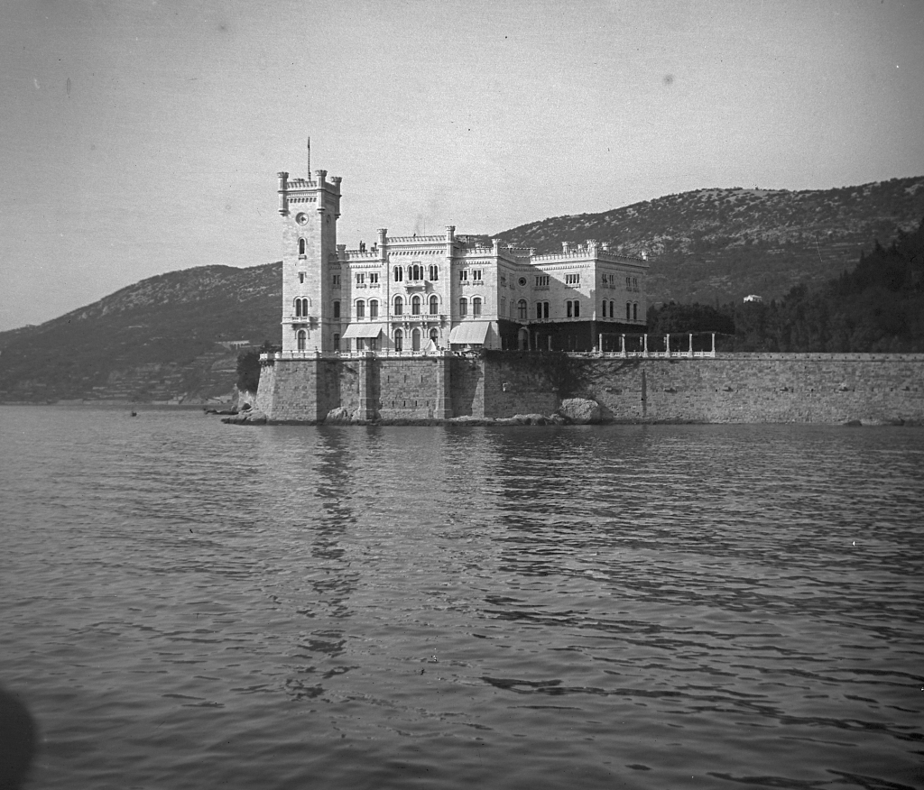 6 - Trieszt, a Miramare kastély 1917-ben (forrás Fortepan.hu)
