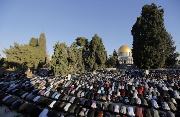 Jeruzsálem muszlim imádkozók