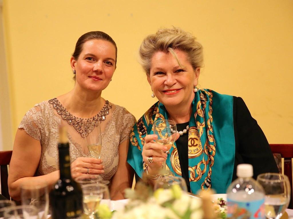 Nagy Ildikó, a New York-i Magyar Ház igazgatója és Bogyay Katalin, Magyarország ENSZ nagykövete a  Ház 50-ik évfordulója alkalmából rendezett Adománygyűjtő Gálaesten