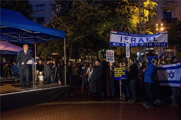 Budapest, 2015. október 8. Ilan Mor, Izrael budapesti nagykövete beszédet mond