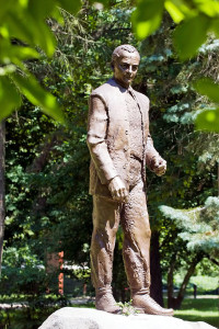 Wass Albert szobor nol