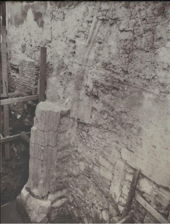 2 - Középkori oszlopfő maradványa