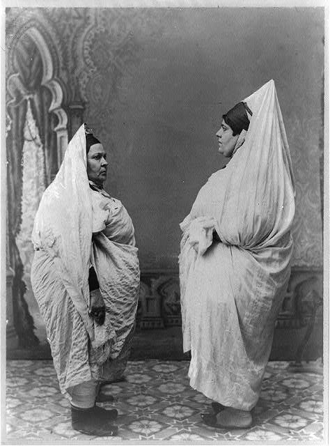 5 - 2 Zsidó asszony és lánya hagyományos viseletben a 20. század elején Tunéziában