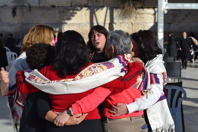 A Fal lányai és asszonyai