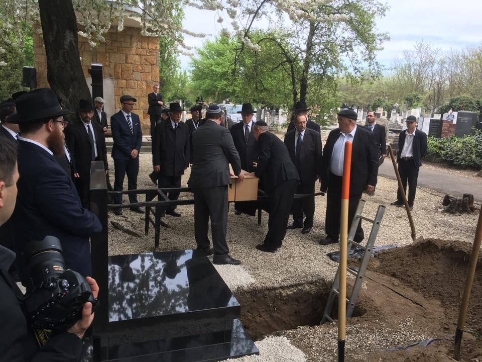 A Dunában talált emberi maradványo temetése 2