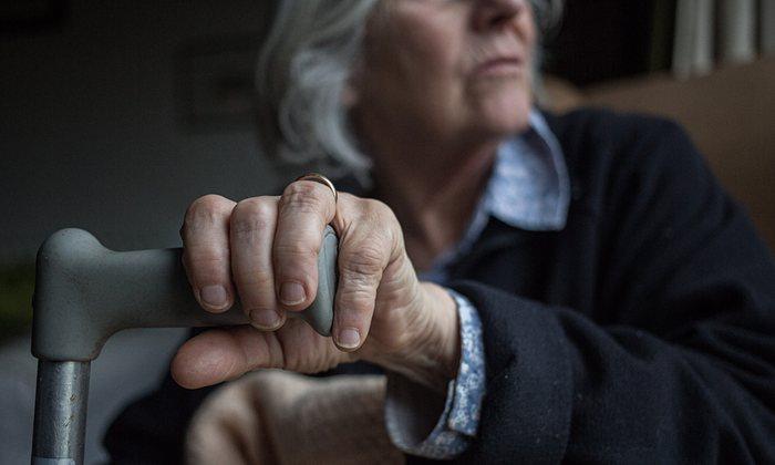 An-elderly-woman-in-a-car-009