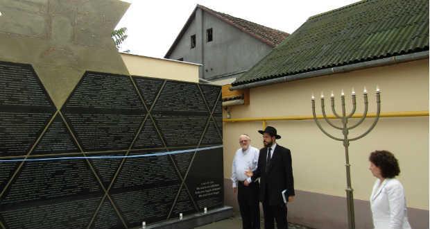 Beregszász Holokauszt-emlékmű 2