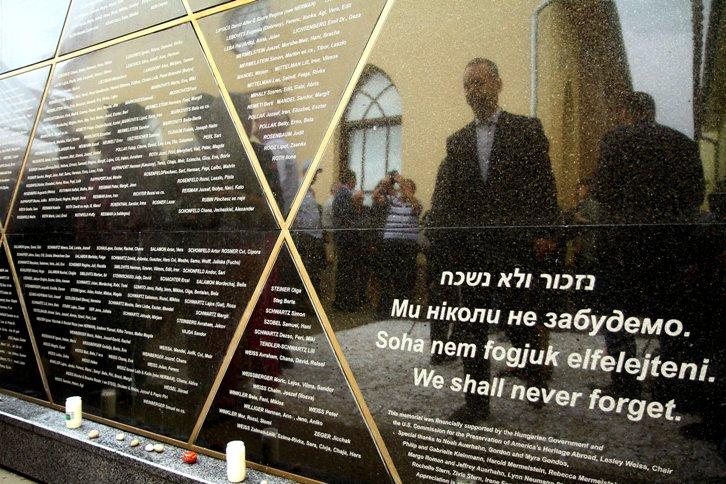 A holokauszt helyi áldozatainak állítottak emlékművet Beregszászon