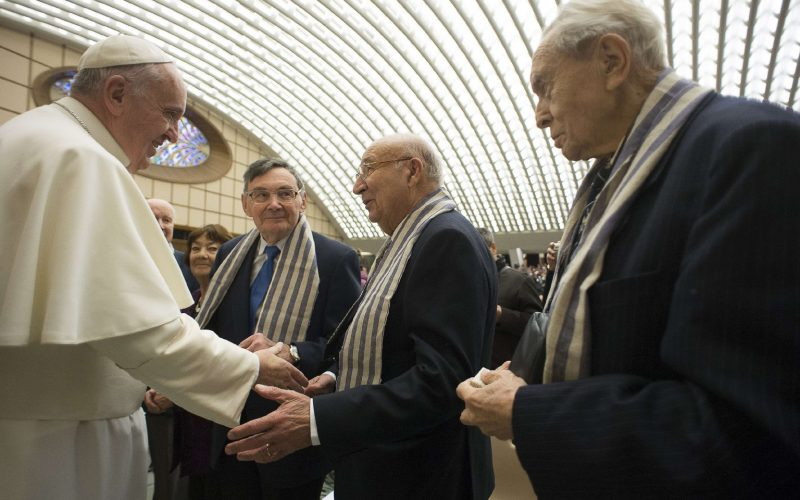 Pápa túlélők