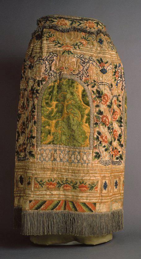 Tóra-szoknya Olaszország, XVII. század vége, selyem bársony, fém rojtok, 79x52x15cm, The Jewish Museum New York