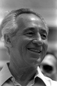 Egy teljes élet – Simon Peresz (1923-2016)