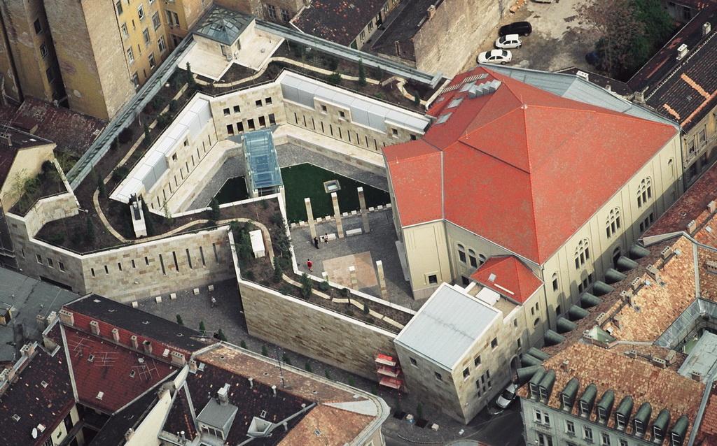 4-az-egykori-pava-utcai-zsinagoga-ma-holokauszt-dokumentacios-kozpont-es-emlekhely