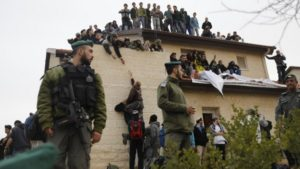 Kiürítenek kilenc házat Ofrában – egész napos hadművelet sok száz résztvevővel