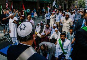 New York: rabbi a moszlim felvonulás élén