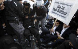 """A rendőrség 120 ultra-ortodox tüntetőt tartóztatott le a besorozás elleni """"harag napján"""""""