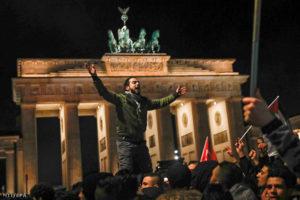 """Berlin: """"Halál a zsidókra!"""" – üvöltötték percekig a palesztin tüntetők"""