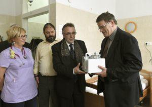 A Mazsihisz inhalátor készüléket ajándékozott a Bethesda Gyermekkórháznak