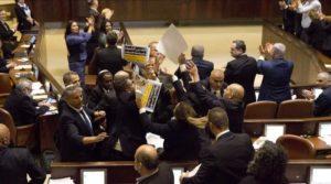 Jeruzsálem: kivezették a Kneszet üléséről a Mike Pence ellen tiltakozó arab képviselőket