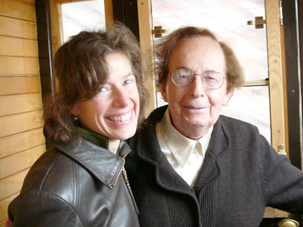 1bfb9a2802 Susan Faludi és az Istvánból nemi identitásváltása után nevét Stephanie-ra  változtató édesapja.